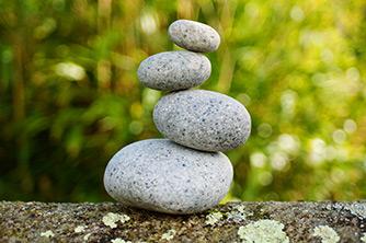 Ein hormonelles Ungleichgewicht ist Ursache für Schilddrüsenproblematiken, Burnout, Wechseljahressymptomatik, sowie häufig bei Zyklusunregelmäßigkeiten und Zyklusbeschwerden und unerfülltem Kinderwunsch.